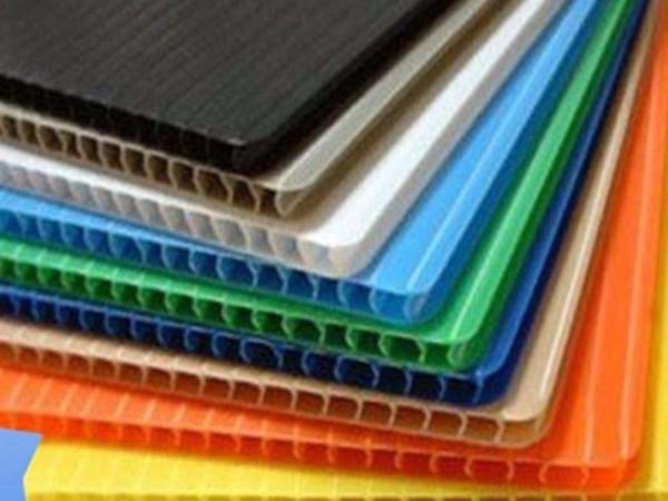 中空板添加抗静电剂的防静电原理